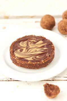 Tarte crue chocolat et beurre de cacahuète – LLG No Cook Desserts, Vegan Desserts, Raw Food Recipes, Sweet Recipes, Vegetarian Recipes, Dessert Healthy, Fast Recipes, Healthy Food, Healthy Recipes