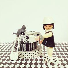 今夜はちょっとモノトーンマステで(*´∀`)♪ 床の色が若干チカチカするのはお許しを(笑) #playmobil #toys #MaskingTape #Monotonous #cat #BreakTime #black #white #プレイモービル #プレモ #マスキングテープ #マステ #マステモビ #モノトーン #猫 #黒猫 #ブレイクタイム #ダルメシアン #子犬 #子猫 #BlackCat #Dalmatian
