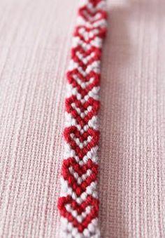 This heart friendship bracelet pattern is easy and fun. Heart Friendship Bracelets, Friendship Bracelets Tutorial, Friendship Bracelet Patterns, Bracelet Tutorial, 5 Min Crafts, Diy And Crafts, Macrame Patterns, Crochet Patterns, Diy Bracelets Patterns