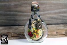 VENTE - Vintage Style recyclé décorative bouteille en verre - bouteille en verre altéré par Steampunk - Repurposed Vintage décorée de bouteille en verre