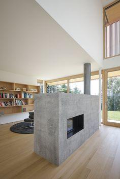 Haus DB Klaus — ARCHITEKTUR Jürgen Hagspiel Backyard Studio, Concrete Wood, House On A Hill, House Ideas, Villa, New Homes, Interior Design, Spaces, Dining
