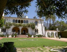 Casa del Herrero built by George Washington Smith in 1925. He credits the inspiration from his 1914 visit to Andalusia, Spain