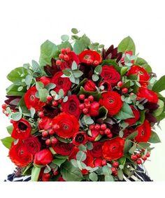 Buchet flori rosii trandafiri, lalele, ranunculus si hypericum Ranunculus, Christmas Wreaths, Valentines Day, Floral Wreath, Holiday Decor, Valentine's Day Diy, Floral Crown, Persian Buttercup, Valentine Words
