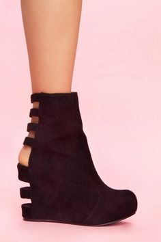 jeffrey campbell pixie cut wedge. is this a thing i need? is this even structurally sound?