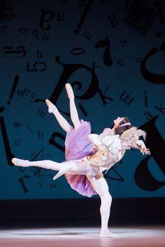 "Royal Ballet, Lauren Cuthbertson and Edward Watson in Wheeldon's ""Alice in Wonderland"" (Photo: Johan Persson)"