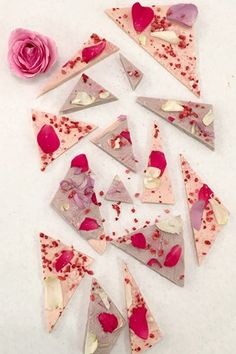 Recipe: Valentine's Day Floral Chocolate Shards (Vogue.co.uk)