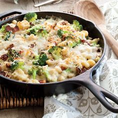 Broccoli Mac and Cheese Gratin - Southern Cast Iron Broccoli Mac And Cheese Recipe, Skillet Mac And Cheese, Bacon Mac And Cheese, Creamy Mac And Cheese, Mac Cheese Recipes, Broccoli Recipes, Cauliflower Recipes, Veggie Recipes, Macaroni And Cheese