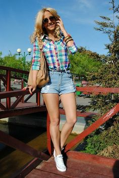 Sheinside Blouse, Sheinside Short Jeans, All Stars Sneakers - Sneakers on my feet - Manuella Lupascu