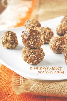 Pumpkin Spice Protein Balls - Healthy Snack that is just 4 ingredients and 85 calories! Pumpkin Recipes, Fall Recipes, Snack Recipes, Cooking Recipes, Healthy Sweets, Healthy Snacks, Protein Snacks, Healthy Recipes, Healthy Life