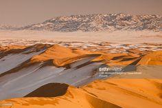 Foto de stock : Khongor Sand Dunes in winter, Gobi Desert, Mongolia