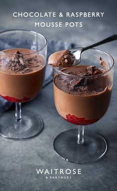 Melted raspberry chocolate and marshmallows add a fruity sweetness to these creamy mousse pots. Pour over crushed raspberries for a refreshing twist a Pudding Desserts, Easy Desserts, Dessert Recipes, Dessert Simple, Raspberry Mousse, Raspberry Chocolate, Chocolate Mousse Recipe, Waitrose Food, Tasty