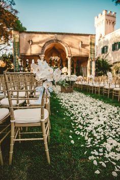 Tips For Branding Your Wedding Day in Style | Photo: Ama by Aisha | Destination Wedding | Outdoor Wedding Ceremony | Ivory, Green, & Gold | Cream Flowers | Italian Wedding | Tuscan Wedding