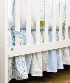 6 DIY baby room decor ideas - Make hot air balloon themed baby nursery Baby Crib Diy, Baby Room Diy, Baby Room Decor, Diy Crafts For Bedroom, Diy Crafts To Do, Baby Crafts, Baby Changing Tables, Nursery Fabric, Crib Skirts