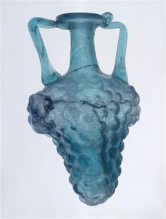 Vase en forme de grappe de raisin| Musée archéologie nationale