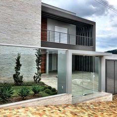 100 fachadas de casas modernas e incríveis para inspirar seu projeto Modern Exterior, Exterior Design, Interior And Exterior, Bathroom Renovation Cost, Exterior Paint Colors For House, Facade Architecture, My House, Modern Design, House Design