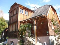 Haus Constanze Neumarkt in Steiermark Haus Constanze is a detached, self-catering holiday home situated in Neumarkt in Steiermark, a 10-minute walk from the village centre. Free private parking is possible on site.