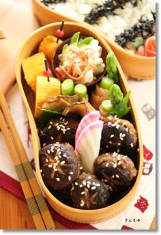 Japanese Bento Box Lunch (Shiitake Mushroom Meatball, Green Asparagus Bacon Roll, Tamagoyaki Egg Omelet, Kamaboko Surimi Fish Cake)|弁当