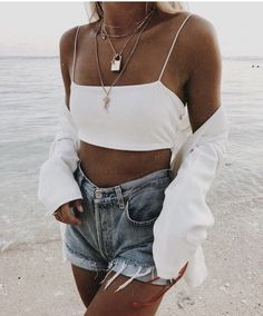 Cute casual outfit in denim and white Trend Fashion, Fashion Kids, Look Fashion, 90s Fashion, Fashion Outfits, Womens Fashion, Indie Hipster Fashion, Denim Fashion, Latest Fashion