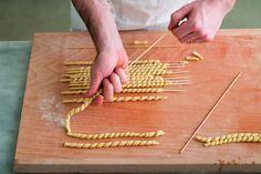 Come preparare in casa i fusilli  How to make Homemade FUSILLI with video tutorial