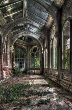 Abandoned...Lillesden School for Girls, Kent, England, photo by Blunders500