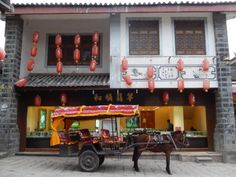 Horse carriage at Shuhe Ancient Town 束河古镇 http://mytravelfootstep.blogspot.com/
