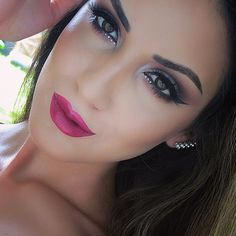 Her lips are sooooo over-lined, but her eye makeup is pretty.
