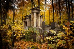 Russia's capital has extensive burial grounds, most of them dating back to the pre-Revolutionary times. RBTH offers a short overview of the most mysterious and peculiar stories of Moscow graveyards.