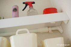 トイレ 突っ張り棒 棚 棚っぽく見えてるのは、プラスチックダンボール