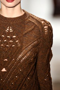Knitting inspiration: love the peek-a-boo detail on this Vogue runway sweater. Knitwear Fashion, Knit Fashion, Womens Fashion, Sweater Fashion, Moda Crochet, Knit Crochet, Knit Lace, Fashion Details, Fashion Trends
