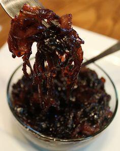 Red Onion Marmalade- change brown sugar to maple syrup for paleo - Food: Veggie tables Onion Marmalade Recipes, Red Onion Recipes, Red Onion Jam, Red Onion Chutney, Onion Relish, Chimichurri, Kos, Chutney Recipes, Confit Recipes