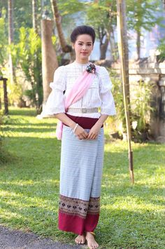 Traditional Thai Clothing, Traditional Outfits, Mother Of Bride Outfits, Thai Dress, Traditional Wedding Dresses, Thai Style, Model, Clothes, Female Celebrities