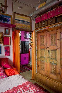Miss. Karen Racicot 's room☆ designrulz-artist-home-016