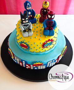Lego superheroes cake (Torta de superheroes de lego) https://www.facebook.com/ChromatiquePasteleria/