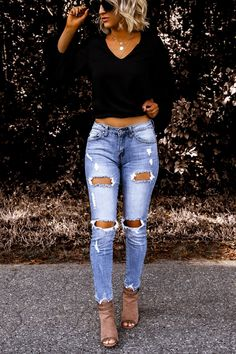 You can officially throw all of your other jeans away, these are the only ones you'll ever want to wear from here on out! We love the light wash and the distres Cute Fall Outfits, Fall Winter Outfits, New Outfits, Spring Outfits, Trendy Outfits, Fashion Outfits, Fall Fashion Trends, Autumn Fashion, Fall Jeans
