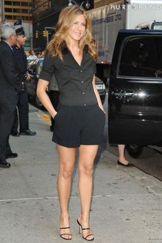 Short - DIY - molde, corte e costura - Marlene Mukai Jennifer Aniston Style, Jennifer Aniston Pictures, Jeniffer Aniston, World Most Beautiful Woman, Moda Casual, Rachel Green, Beautiful Celebrities, Summer Outfits, Fashion Clothes