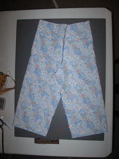 handmade mommy: 15 minute jammy pants Boys Pajama Pants, Pajama Pants Pattern, Pants Pattern Free, Boys Pajamas, Free Pattern, Sewing Projects, Diy Projects, Sewing Ideas, Patterned Shorts