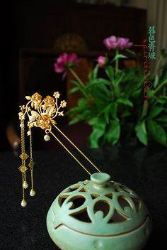 hair piece Asian Hair Pin, Chinese Hairpin, Fashion Accessories, Hair Accessories, Ancient Jewelry, Hair Sticks, Chinese Culture, Hair Ornaments, Hanfu
