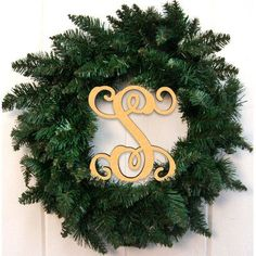 "aMonogramArtUnlimited 24"" Holiday Wreath Finish: Gold, Letter: V"