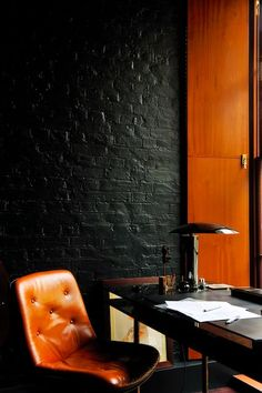 great interior - place to work surronded on black and leather...