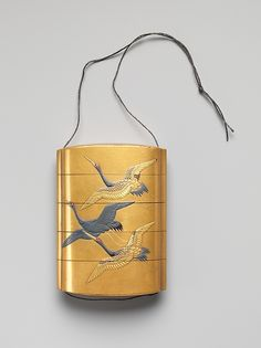 Case (Inrō) with Design of Seven Cranes in Flight, Edo period (1615–1868), 18th–19th century, Lacquer, fundame, gold, silver, black and red hiramakie, gold foil; Interior: nashiji and fundame, 8.4 x 6 x 2.2 cm ©The Metropolitan Museum of Art