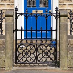 The Colwyn Cast Iron Garden gate. Now on sale from Heritage Cast Iron USA. Victorian Front Garden, Victorian Gardens, Victorian Terrace, Victorian Design, Cast Iron Gates, Wrought Iron Gates, Metal Gates, Tor Design, Gate Design