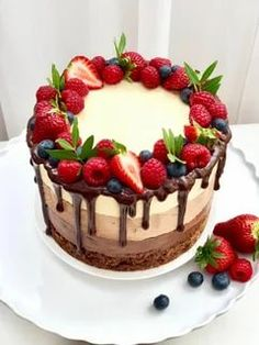Bolo Drip Cake, Drip Cakes, Birthday Cake For Mom, Beautiful Birthday Cakes, Easy Cake Decorating, Birthday Cake Decorating, Chocolate Birthday Cake Decoration, Buttercream Cake Designs, Cake Recipes