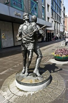 Limerick - Hurling And Rugby On O'Connell Street (Limerick): This bronze statue outside the AIB Bank on O'Connell Street represents the two sporting obsessions of Limerick hurling and rugby. Outdoor Sculpture, Garden Sculpture, Irish Images, Limerick City, Irish Rugby, Erin Go Bragh, Forest Park, Medieval Castle, Sports Art