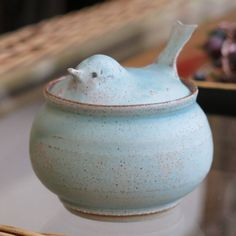 Risultato immagini per Unusual functional ceramic Bird pottery to store salt or sugar, would also make a great host gift I would use it as a sugar bowl Slab Pottery, Pottery Wheel, Pottery Bowls, Ceramic Pottery, Pottery Art, Pottery Painting, Ceramic Boxes, Ceramic Clay, Porcelain Ceramics