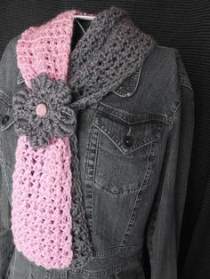 Pink and Grey Two-Toned Scarflette with Flower Cinch - This is a beautiful #crochet pattern!#allfreecrochet by elvira