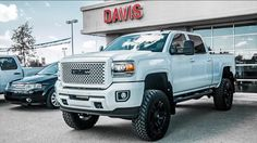 """2015 GMC Sierra Denali 2500HD w/ BDS 6.5"""" Lift, 20"""" wheels, 37"""" tires and painted grille."""