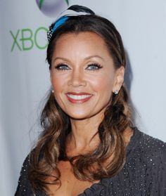 Very natural looking make up on Vanessa Williams! I love it!