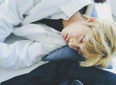 """Acho q eu vi um anjo dormindo há ñ é """"só""""  o Hyungwon!!❤❤❤"""