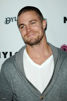 Stephen Amell Hairstyle 43085 Arrow Oliver Ручшие изображения 122 в 2019 г Shawn Mendes Hair, Shawn Mendes Imagines, Oliver Queen Arrow, Stephen Amell Arrow, The Cw Shows, Cw Series, Felicity Smoak, Emily Bett Rickards, Hair Pictures