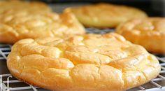 Das Cloud Bread ist das erste Brot, das gänzliche ohne Kohlenhydrate auf den Tisch kommt. Mit nur drei Zutaten kann man es ganz einfach selbst zubereiten.